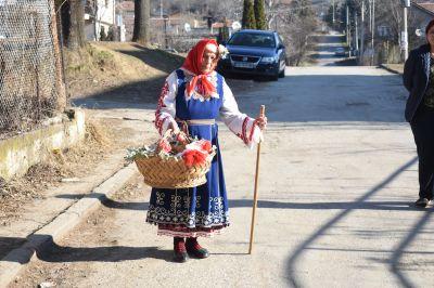 """Баба Марта в група """"Гъбки"""" - ясла - ДГ Детелина - Драговищица"""